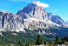 Pico de montanha de Tofana di Rozes nas dolomites fotos de stock