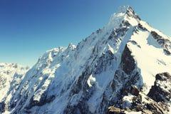Pico de montanha em Nepal A montanha a mais alta no mundo naturalizado imagem de stock