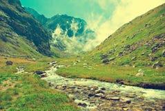 Pico de montanha em Nepal A montanha a mais alta no mundo naturalizado imagem de stock royalty free