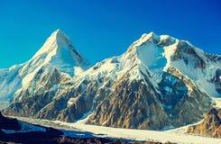 Pico de montanha em Nepal A montanha a mais alta no mundo naturalizado imagens de stock