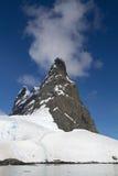 Pico de montanha na entrada ao passo de Lemaire a Dinamarca ensolarada Imagem de Stock