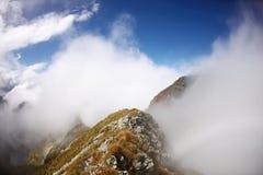 Pico de montanha na névoa Imagem de Stock Royalty Free