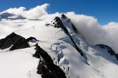 Pico de montanha nevado Imagens de Stock Royalty Free