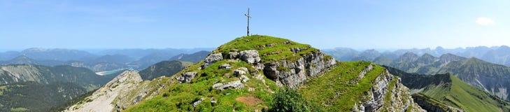Pico de montanha perto de Toelz mau, Alemanha imagens de stock