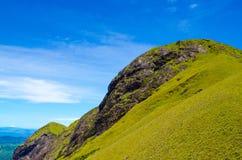 Pico de montanha verde Imagem de Stock Royalty Free