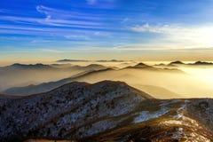 Pico de montanhas no inverno, Coreia de Deogyusan Landsc do inverno fotografia de stock