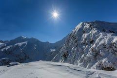 Pico de Negoiu en invierno Fotos de archivo