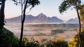 pico de plata en Vang Vieng, Laos Fotografía de archivo