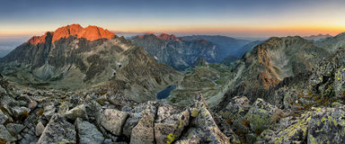 Pico de Tatras - de Gerlach en la salida del sol, panoramas de la montaña Imagen de archivo libre de regalías