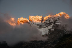 Pico de Wuzi en la salida del sol en Yubeng Foto de archivo