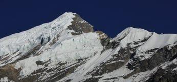 Pico del oeste cubierto glaciar de Chulu del soporte Imagen de archivo libre de regalías