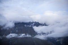 Pico del soporte en nubes Foto de archivo libre de regalías