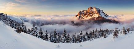 Pico en puesta del sol - Eslovaquia de Roszutec Fotos de archivo libres de regalías