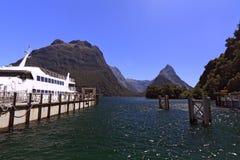 Pico famoso de Milford Sound e de mitra fotos de stock