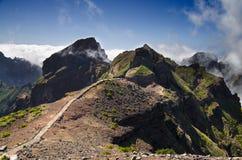 Pico gör den Areeiro bergtreken, madeira Arkivfoton