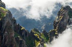 Pico gör det Areeiro bergpasserandet, madeira Arkivfoton