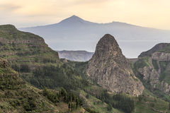 Pico Garajonay-rots (La Gomera) en Gr Teide (Tenerife) Stock Afbeelding