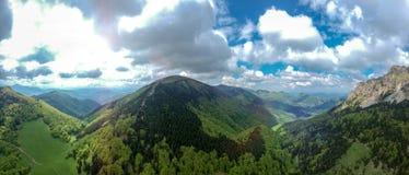 Pico grande de Rozsutec, poco Fatra, opinión aérea del panorama de Eslovaquia Caminar tema imágenes de archivo libres de regalías