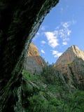 Pico hermoso con las nubes en Zion Fotos de archivo