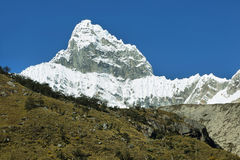 Pico 6108m de Chacraraju em BLANCA de Cordiliera, Peru fotos de stock