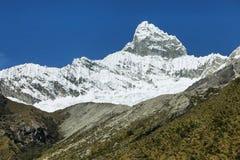 Pico 6108m de Chacraraju em BLANCA de Cordiliera, Peru fotos de stock royalty free