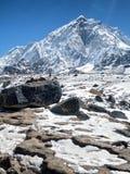 Pico nevado cerca de Gorak Shep Imagen de archivo libre de regalías