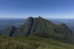 Pico Parana berg nära Curitiba - Serra gör Ibitiraquire royaltyfria foton
