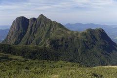 Pico Parana berg nära Curitiba - Serra gör Ibitiraquire royaltyfri foto