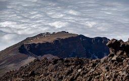 Pico Viejo wulkanu krateru sekcja przeciw chmurnemu niebu zdjęcia stock