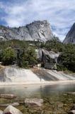 Pico y lago de montaña del granito Fotografía de archivo libre de regalías