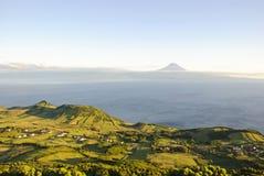 与Pico的圣地Jorge,亚速尔群岛 免版税库存照片
