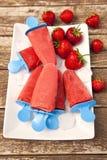 Picolé do gelado de morango Imagem de Stock