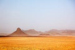 Picos áridos em uma paisagem desertic Ouarzazate, Maroc Fotografia de Stock
