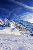 Picos alpinos suíços na região de Jungfrau no inverno Foto de Stock