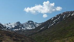 Picos coronados de nieve Fotos de archivo