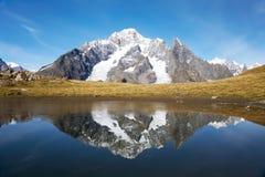 Picos coronados de nieve Imagen de archivo