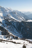 Picos da montanha alta com neve Imagens de Stock