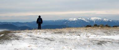 Picos das montanhas de Cáucaso fotografia de stock royalty free