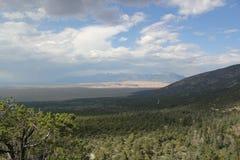 Picos de Crestone e grande parque nacional de dunas de areia Fotografia de Stock Royalty Free