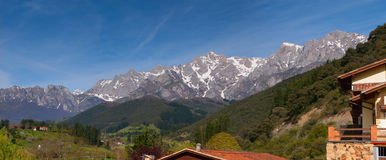 Picos de Europa山在波特斯,坎塔布里亚,西班牙 免版税库存照片