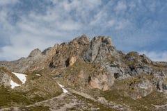 Picos de Europa berg bredvid Fuente De by Cantabria Spanien arkivfoton