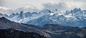Picos de Europa e Naranjo de Bulnes Immagine Stock Libera da Diritti