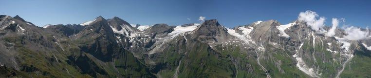 Picos de Grossglockner con nieve en verano Fotos de archivo