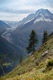 Picos de la nieve de las montan@as francesas Imagen de archivo libre de regalías