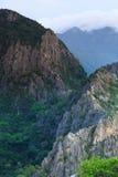 Picos de las montañas del carbonato en Tailandia Imagen de archivo libre de regalías
