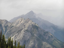 Picos de montaña de Banff Imagen de archivo
