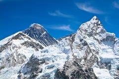Picos de montaña de Everest y de Lhotse Imagenes de archivo