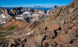 Picos de montaña de la mucha altitud sobre 13.000 pies de Wilson Group en el paisaje de Colorado del fondo Imagenes de archivo