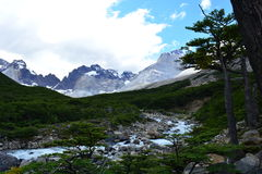 Picos de montaña en el parque nacional de Torres del Paine, Chile Foto de archivo