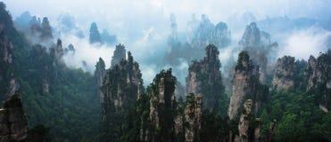 Picos de montaña en Zhangjiajie China Imágenes de archivo libres de regalías
